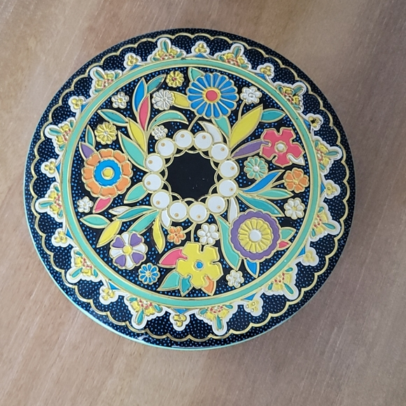 """Daher NY Design 8"""" Vintage Round Tin Canister"""